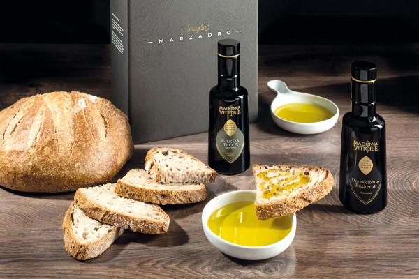 Olivenöl Set/Box inkl. Olio Garda DOP + Denocciolato + 2 Verkostungsteller, Madonna Delle Vittorie